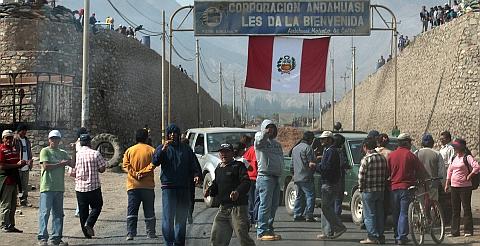Trabajadores de Andahuasi prometen no usar la fuerza