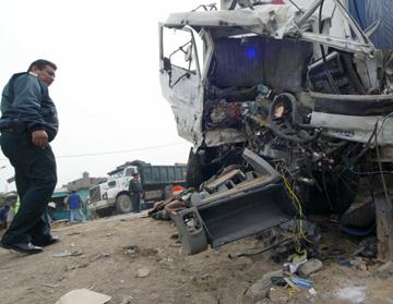 (Video) 1 muerto y 15 heridos en accidente de transito en carretera Pativilca Huaraz
