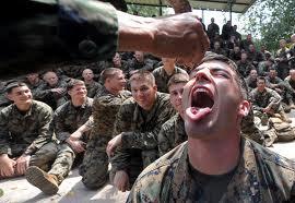soldados fueron grabados bebiendo licor en el Centro de Municiones del Ejército en Pisco